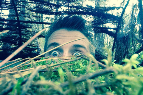Julien dans les arbres