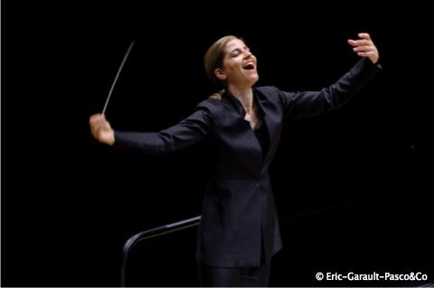 KARINA CANELLAKIS dirige l'ORCHESTRE DE PARIS