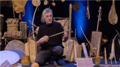 VOUS AVEZ DIT PRIMITIFS ?  Musique et instruments des premiers âges